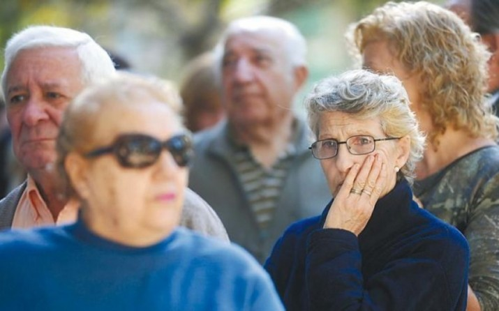 """¿Atender a la campaña o al FMI? El Gobierno analiza prorrogar la moratoria para jubilaciones de """"amas de casa"""""""