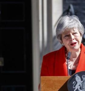 Crisis política en Reino Unido: agobiada por el Brexit, renunció May