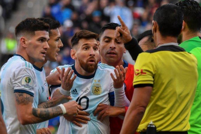 """Se fue la Copa América: campos """"minados"""", poco fútbol y mucha polémica"""