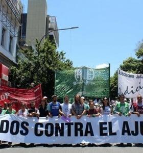 Judiciales paran, estatales marchan y médicos exigen convocatoria