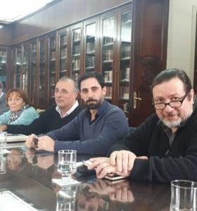Vidal ofreció 34% de aumento a médicos y profesionales de la salud