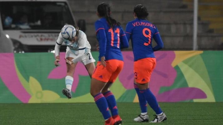 La Selección femenina perdió con Colombia pero se quedó con la plateada