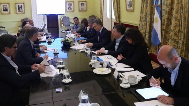 Por la megadevaluación, el Gabinete económico de Macri ganó más de $ 100 millones