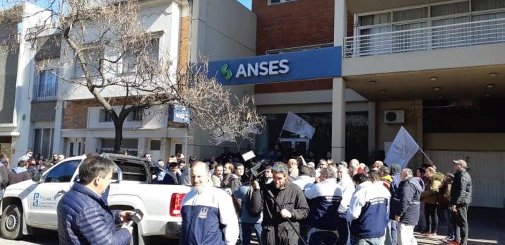 Petroleros toman la sede de la ANSES en Bahía Blanca