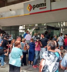 PAMI suspendió internaciones y peligran los estudios en laboratorios clínicos