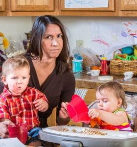 Creció la cantidad de madres que cuidan solas a sus hijos