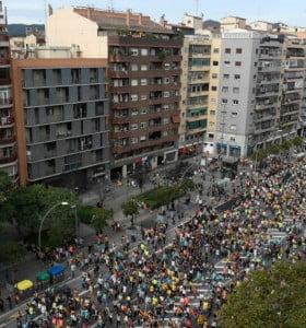 Barcelona: unos 35 heridos y 128 detenidos por la independencia de Cataluña