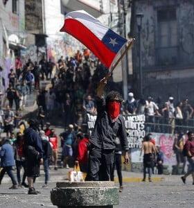 Piñera cambió medio gabinete pero no logra frenar los reclamos en las calles