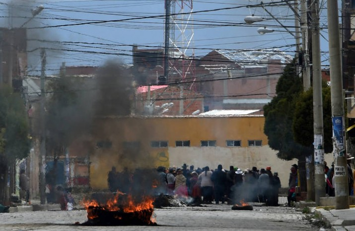 Dos exministros se protegen en la embajada argentina