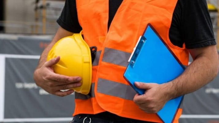 La demanda de empleo industrial en Bahía Blanca cayó un 5,8%
