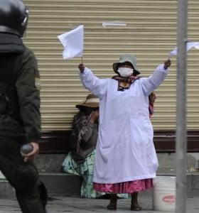 Bolivia: crónica del golpe I. Añez nombró gabinete y cambió la cúpula militar