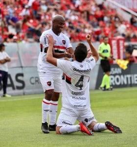 Independiente se durmió y Newell's se lo dio vuelta