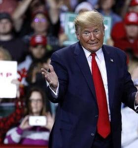 """Tras ser enviado a juicio político, Trump responsabilizó a los """"locos demócratas"""""""