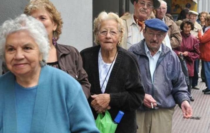 """Jubilados cobrarán el aumento de marzo con una """"suma fija"""" y no un porcentaje"""