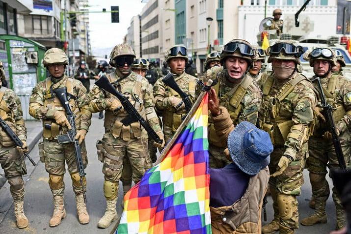 Bolivia: el gobierno de facto saca a la policía y a las Fuerzas Armadas a las calles