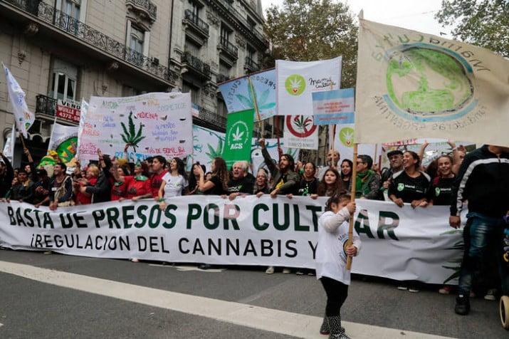 Histórico: impulsarán una ley de consumo recreativo del cannabis