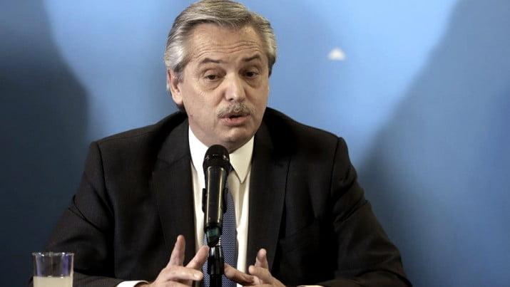 """Fernández pidió un """"aporte"""" al sistema financiero para ayudar a salir de la crisis"""