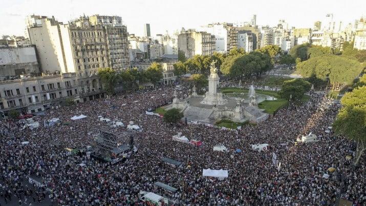 Crimen de Villa Gesell: multitudinaria marcha frente al Congreso