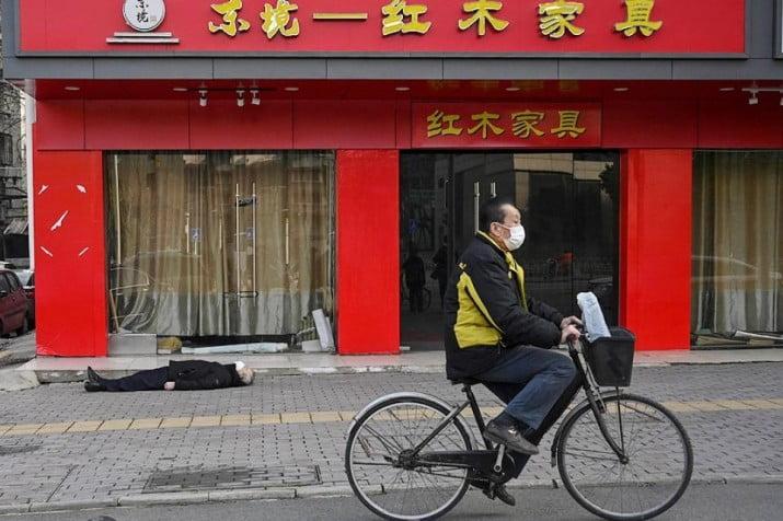 El padre de la criatura: China y EE.UU. se achacan el origen de la pandemia