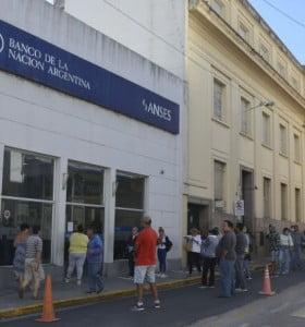 Bancos abrirán al público general la semana próxima: habrá horario extendido, pero será con turno previo