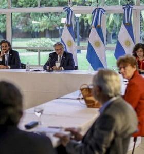 Fernández analizó con el Comité de Expertos la nueva etapa de aislamiento