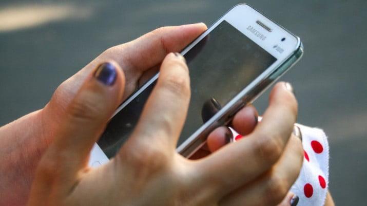 El Gobierno acordó planes inclusivos de internet y telefonía móvil