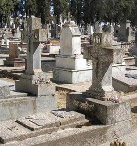Denunció que desconocidos robaron la tumba de su padre