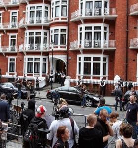 Ecuador otorgó asilo político a Assange a pesar de las amenazas de Gran Bretaña