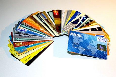 Afirman que los pagos con tarjetas seguirán al valor del cambio oficial