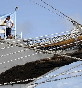 La Fragata emprendió el camino hacia el puerto de Mar del Plata