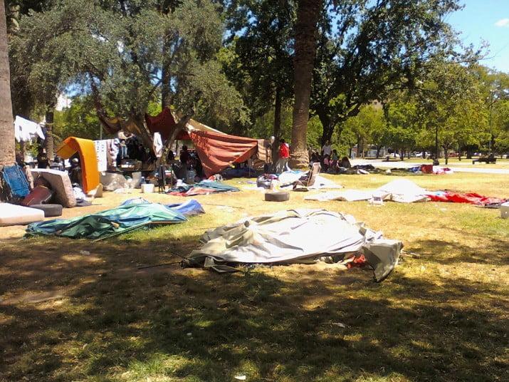 """Los """"acampantes"""" deberán """"desocupar"""" Plaza Rivadavia"""