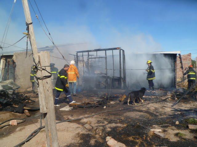 Un incendio consumió la vivienda de un matrimonio y sus seis hijos
