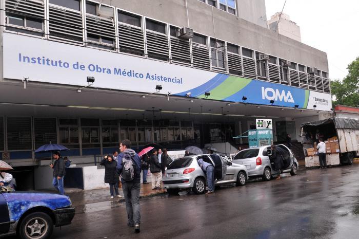 Detuvieron a funcionarios y empleados del IOMA por supuesta estafa millonaria