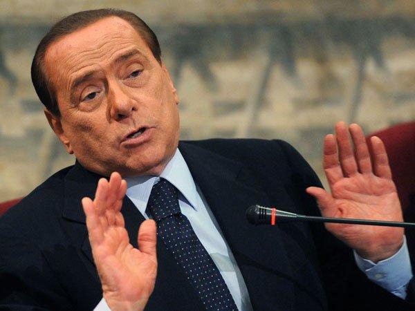 Italia: los ministros de Berlusconi que renunciaron hacen tambalear al gobierno