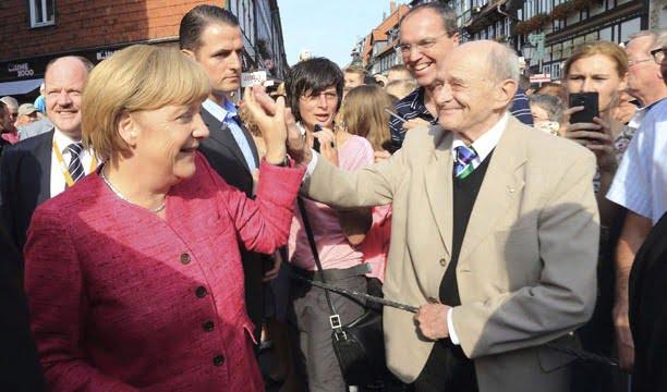 Los alemanes votan y Angela Merkel es favorita para un tercer mandato