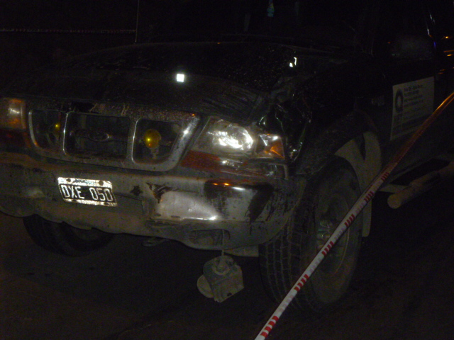 Una pareja fue atropella al bajar de un camión que se quedó sin combustible