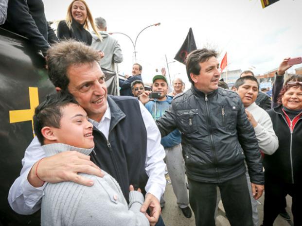 Massa encabezó caravana en La Matanza, donde hubo agresiones
