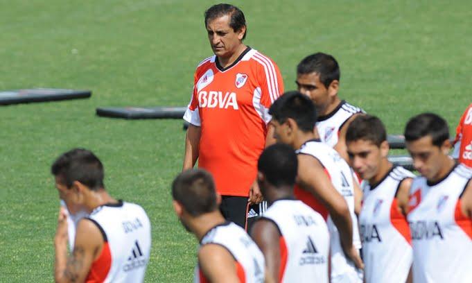 Ramón Díaz confirmó el equipo con la titularidad de Ferreyra ante Loja