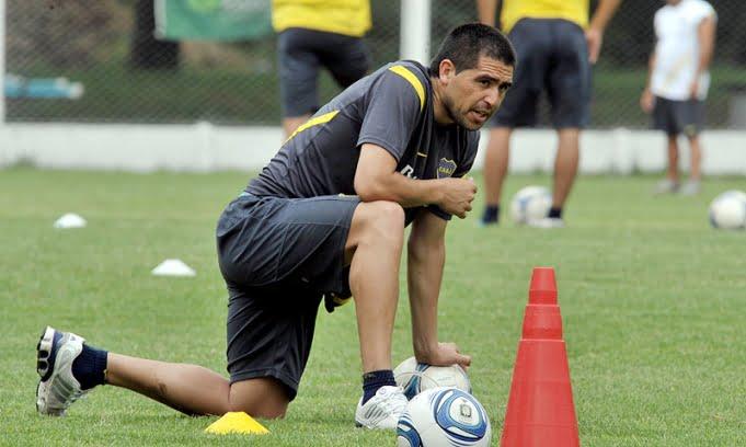 Riquelme jugó para los titulares y volverá el domingo ante Quilmes