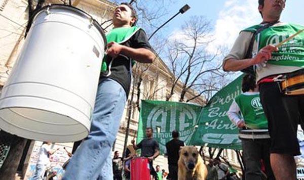 Estatales bonaerenses paran 48 horas: exigen suba salarial