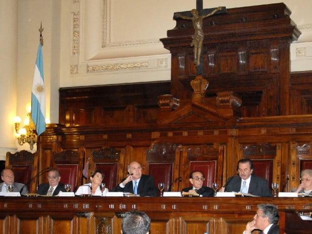 La Corte Suprema suspendió las elecciones a gobernador de Santiago del Estero