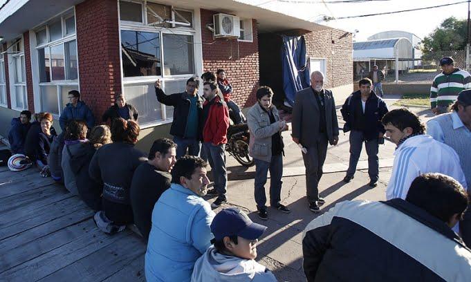 Los trabajadores de los frigoríficos ex Paloni y ex Villa Olga suspendieron el corte de la Ruta 3