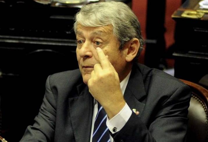 """""""No va a haber crisis institucional, que no se ilusionen los caceroleros"""""""