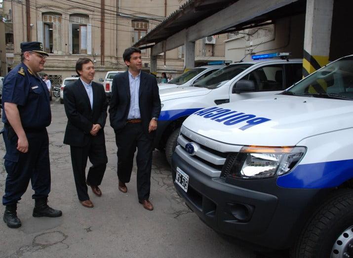 """La comuna entregó 10 móviles a la Policía Distrital: """"vamos a asignarlas a la zona perisférica"""" dijo Maldonado"""