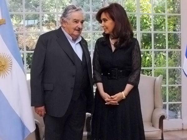 Cristina Kirchner y José Mujica acordaron una reunión entre cancilleres por la ex Botnia
