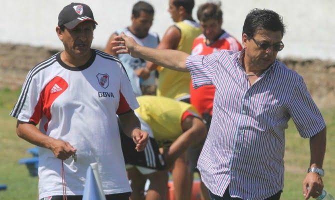 Passarella fue al entrenamiento y habló con Díaz y con los jugadores
