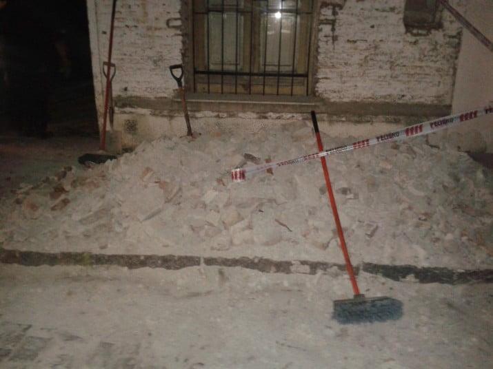 Se cayó parte de la mampostería del frente de una vivienda en Ingeniero White
