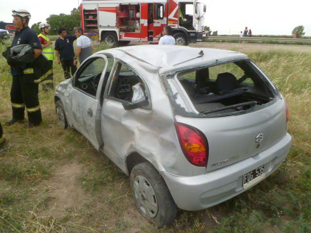 Volcó cerca de la rotonda de Grümbein y quedó atrapada en el vehículo