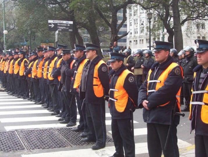 Provincia busca poner 6 mil policías más en las calles
