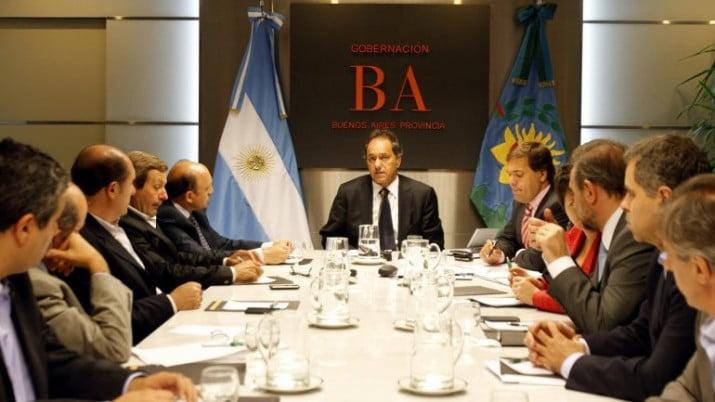 Scioli se reunió con la Mesa de Enlace y suspendió el ajuste inmobiliario rural